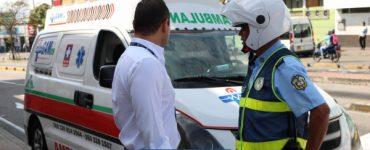 Investigan a pareja de guardas de tránsito por lío con ambulancia - Cali - Colombia