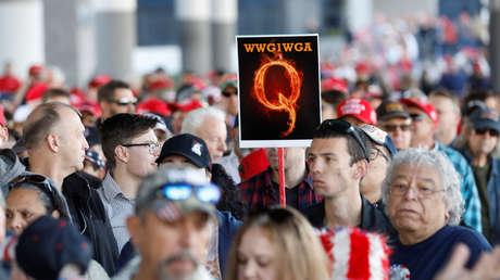 """""""¿Es eso algo malo?"""": Trump se niega a criticar la teoría conspirativa QAnon y afirma que se opone a los """"pedófilos satánicos"""""""