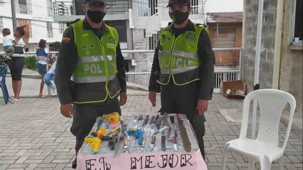 La policía nacional realizó actividad en beneficio de los moradores de la comuna 11 y barrio Cristóbal Colon de Buenaventura
