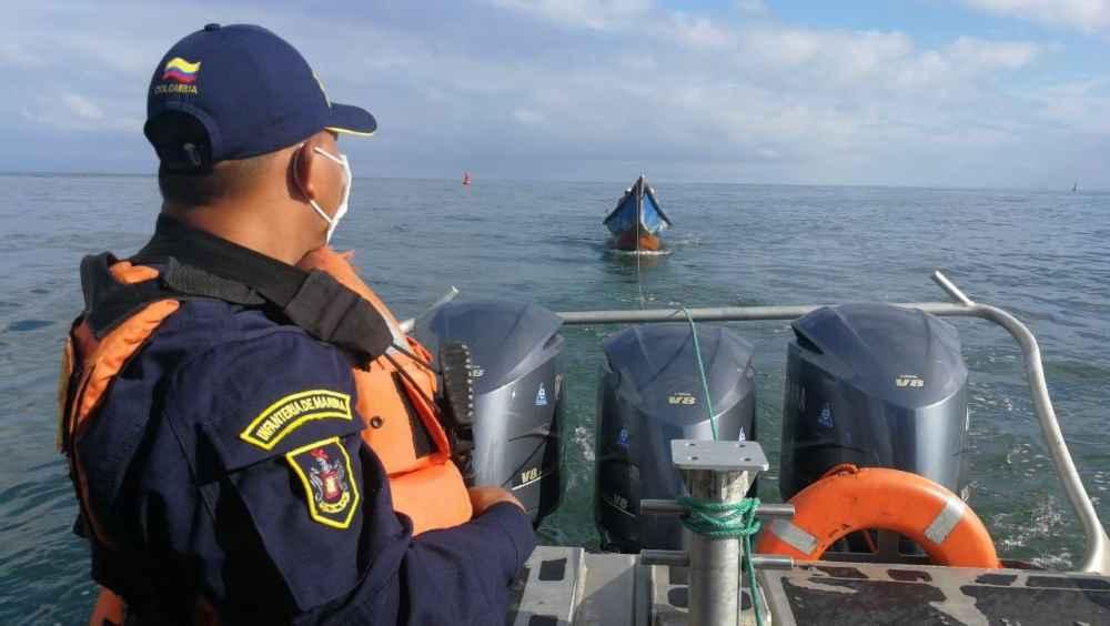 La Armada salvaguarda la vida de cuatro personas en el Pacífico Colombiano   Noticias de Buenaventura, Colombia y el Mundo