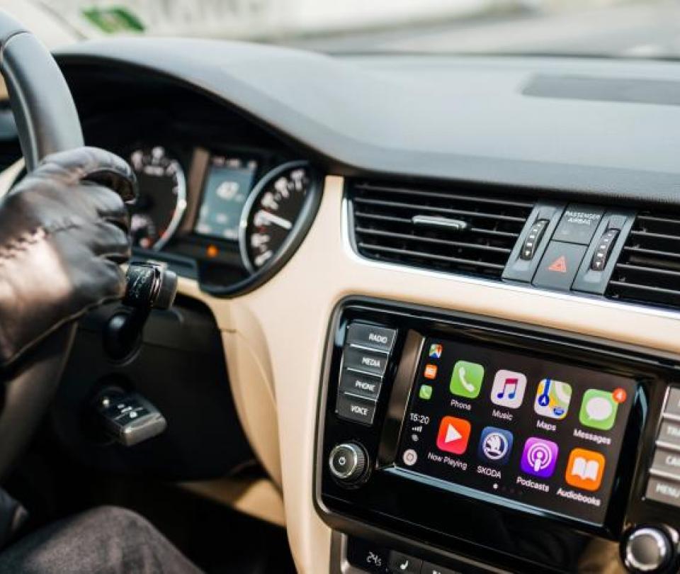 Android Auto y Apple CarPlay: así funciona cada tecnología en el carro   Economía