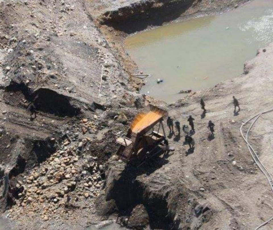 Golpe a la minería ilegal de oro que destruía cuencas en Nariño - Cali - Colombia