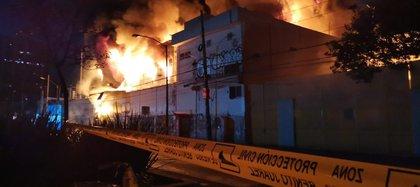 Incendio en subestación de energía de la CFE de la CDMX (Foto: Twitter / @diegodelunamx)