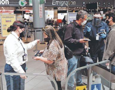 Incertidumbre en turismo por posible regreso de prueba PCR   Economía