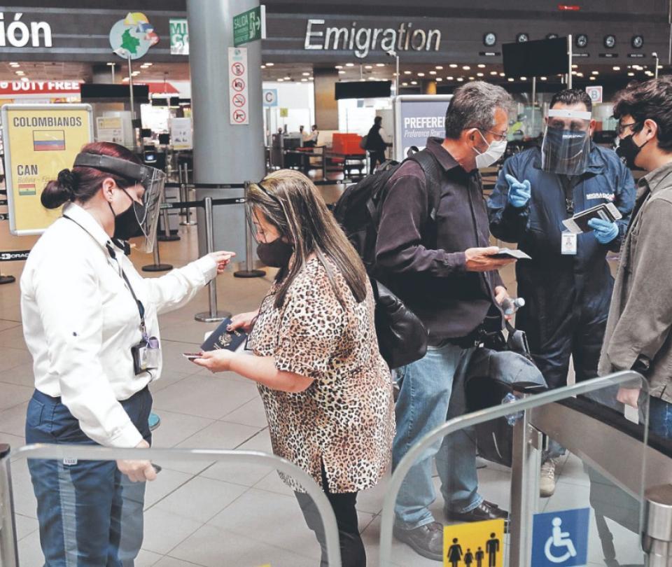 Incertidumbre en turismo por posible regreso de prueba PCR | Economía