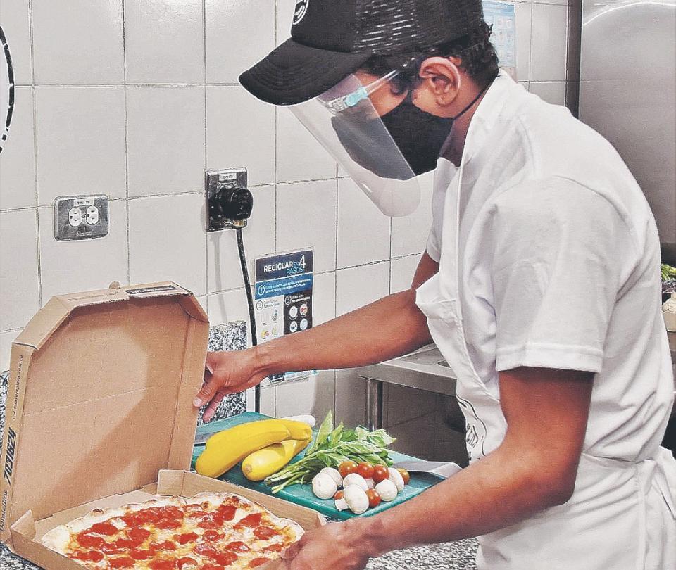 Modelo 'low cost' se abre campo en pizzerías del país | Economía