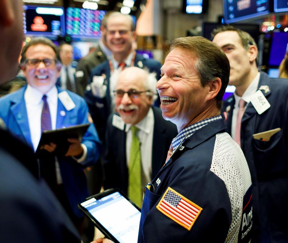 Optimismo sobre vacuna encamina Wall Street a nuevos récords | Economía