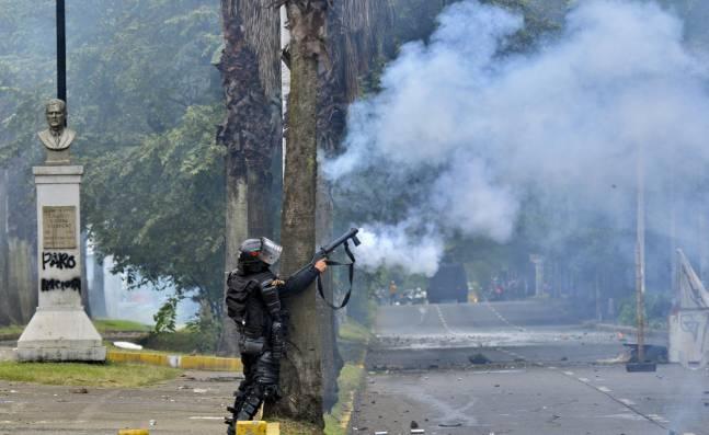 Ordenan a Policía suspender uso de gas lacrimógeno y otros agentes químicos