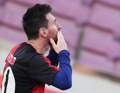 Messi y su ritual, pergeñado en su casa de Castelldefels (REUTERS/Albert Gea)