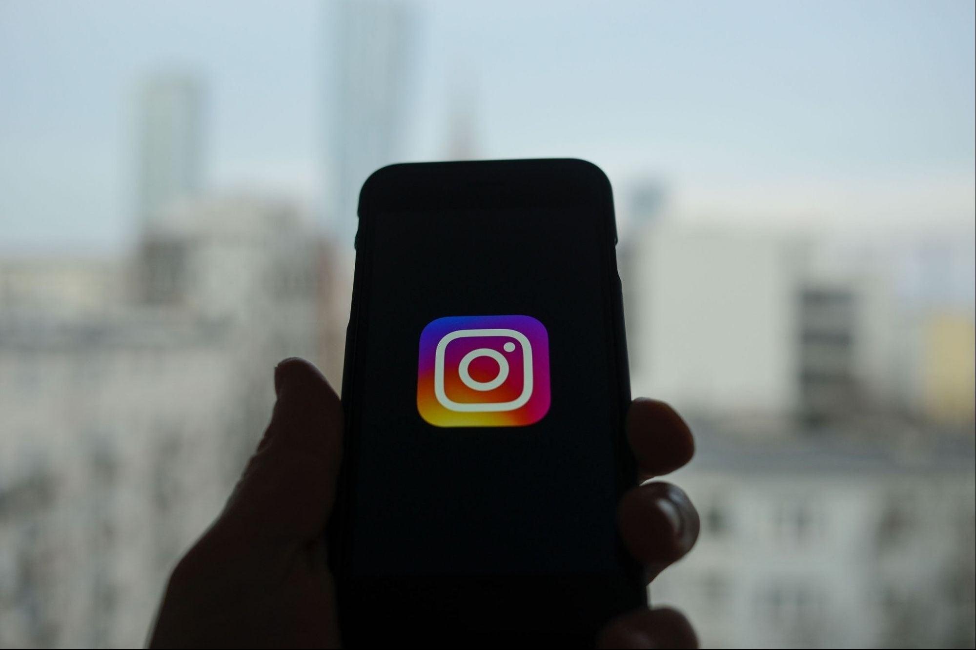 ¿Instagram puede usar la cámara de tu celular para monitorear tus reacciones? Esto dicen las políticas de la app