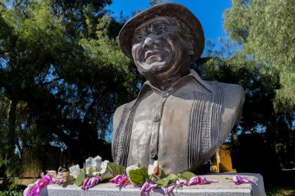 La noche de este 28 de diciembre, las cenizas del cantante llegaron a su natal Mérida, en Yucatán. (Foto: EFE/José Pazos)