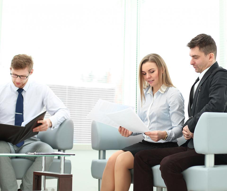 Mujeres no están recuperando empleos al mismo ritmo que los hombres   Economía