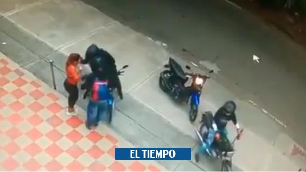Robo: Mujer es asaltada por delincuentes en moto en Cali - Cali - Colombia
