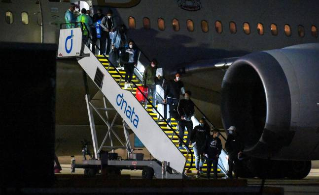¡Escándalo! Tres casos de covid-19 en vuelos chárteres para el Abierto de Australia