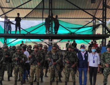 Alerta en Cauca: Casa incinerada en operativo de Ejército causó retención de 19 soldados - Cali - Colombia