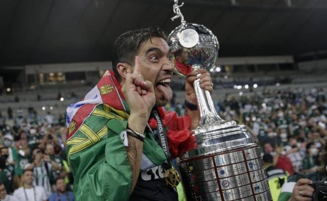 Así es Abel Ferreira, el tercer DT europeo que es campeón del torneo