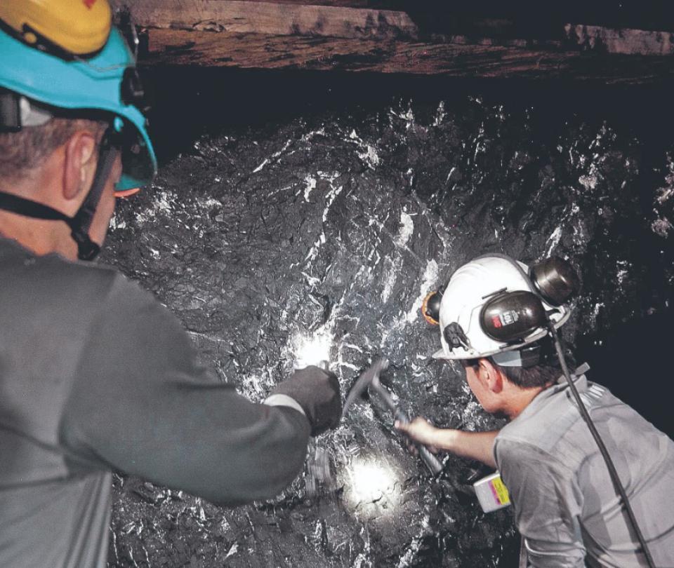 Comienza la inclusión financiera a pequeños y medianos mineros   Economía