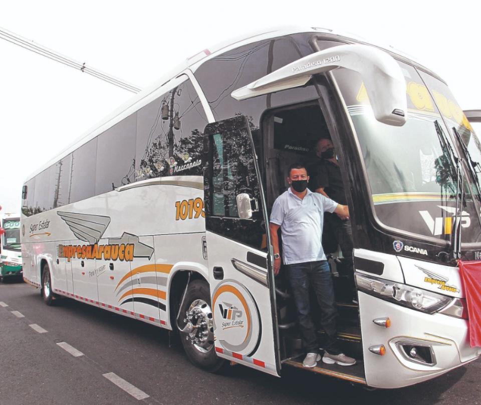 Empresarios de buses piden incentivos y no subir peajes | Economía