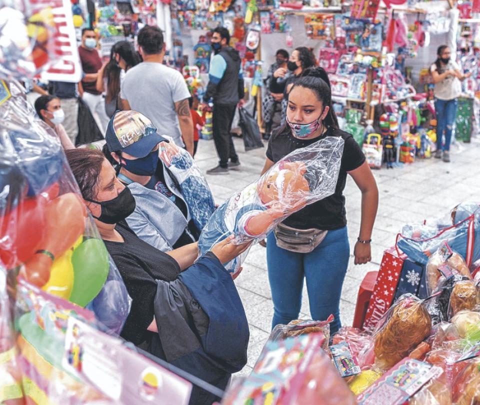 La confianza del consumidor sube, pero sigue en negativo | Economía