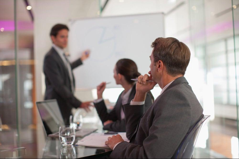 Las 4 estrategias del exitoso autor Daniel H. Pink para ayudarte a persuadir mejor y vender más