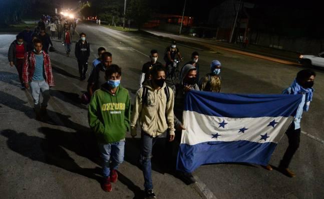 Migrantes salen desde Honduras a EE. UU. con esperanzas en que Biden permita su ingreso