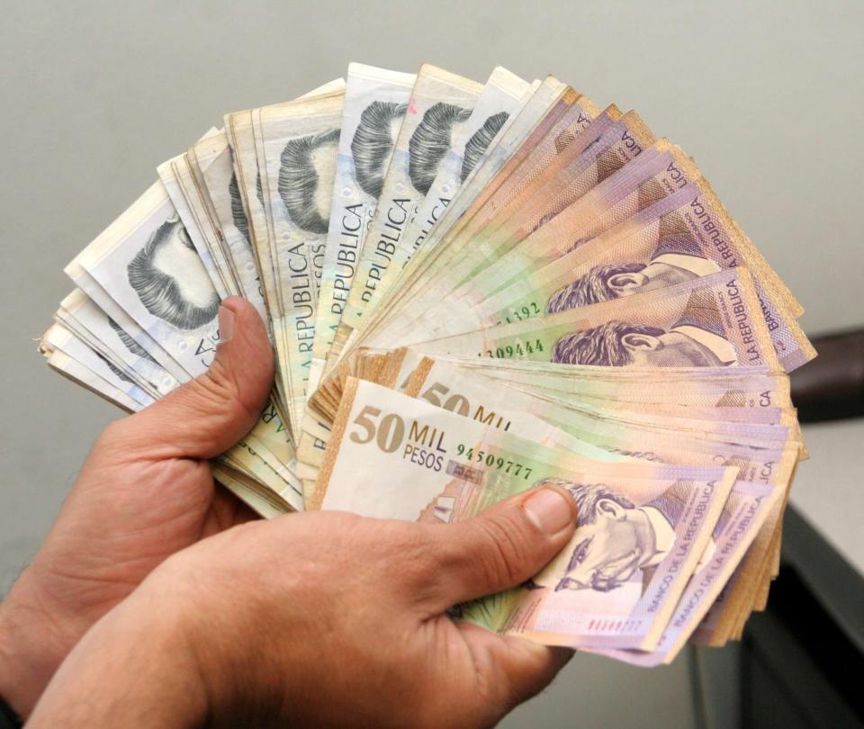 Salario en Colombia:¿Deben subirle el sueldo cada año si gana más del mínimo? | Economía