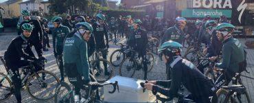 Tres ciclistas del equipo Bora, hospitalizados por accidente - Ciclismo - Deportes