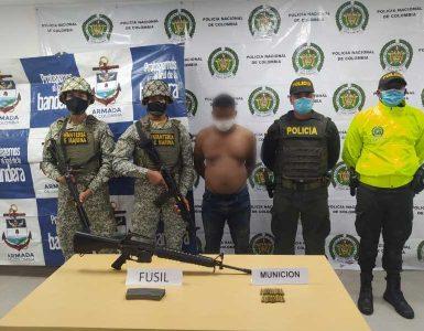 """EN LAS ÚLTIMAS LA FUERZA PÚBLICA, EJÉRCITO NACIONAL, ARMADA DE COLOMBIA Y LA POLICÍA NACIONAL CAPTURAN A 01 SUJETO, AL PARECER INTEGRANTE DEL GDO """"BANDA LA LOCAL"""""""