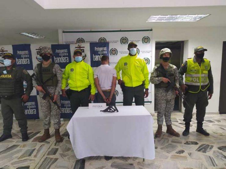 EN OPERACIONES CONJUNTAS ENTRE EL EJÉRCITO NACIONAL, ARMADA DE COLOMBIA Y LA POLICÍA NACIONAL CAPTURARON A DOS INDIVIDUOS POR LOS DELITOS DE PORTE ILEGAL DE ARMAS DE FUEGO Y TRÁFICO, FABRICACIÓN O PORTE DE SUSTANCIAS ESTUPEFACIENTES EN BUENAVENTURA