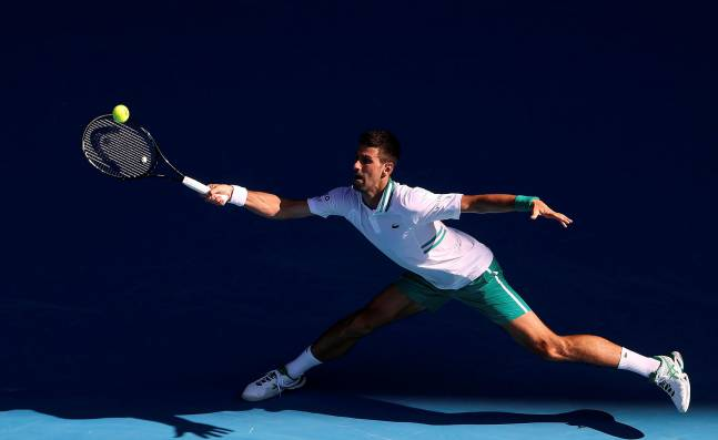 ¡Sufrió, pero avanzó! Djokovic ya está en la tercera ronda del Abierto de Australia