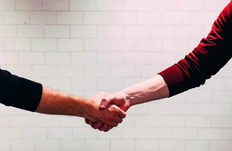 ¿Cómo fusionar dos compañías? Hazlo como si fuera una relación