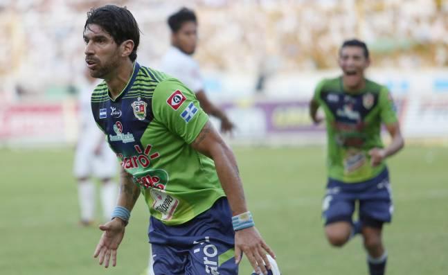 ¿Otra 'locura'? La interminable carrera de Sebastián Abreu, un goleador sin fecha de vencimiento