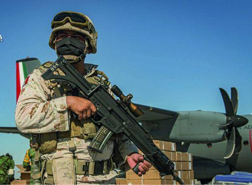 Efectivo del Ejército Mexicano con el fusil de fabricación nacional Xiuhcóatl. Foto: Sedena