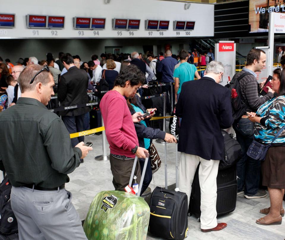 Aerolíneas: Avianca la que tiene más quejas, y Viva Air la más multada   Economía