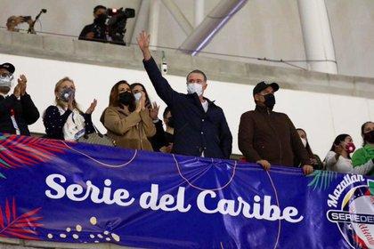 El gobernador Quirino Díaz , junto con su esposa e hijos, se encontraba en el palco principal, además del alcalde Luis Guillermo Benítez.  (Foto: Twitter)