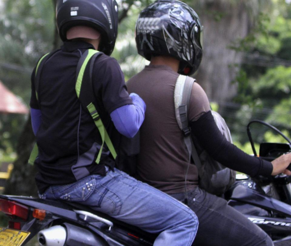 Alargue a control a los parrilleros de más de 14 años en motos en Cali - Cali - Colombia