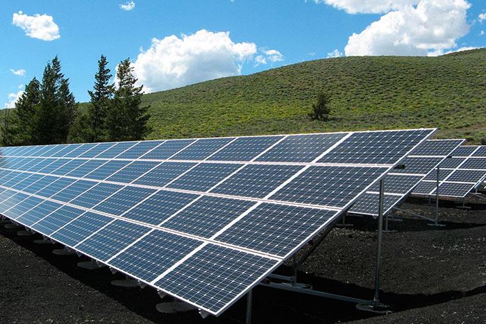 Desarrollan una tecnología innovadora para aprovechar el exceso de energía generada por las placas solares
