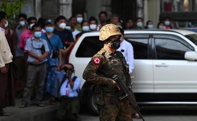 """Ejército de Birmania califica el golpe de Estado como """"inevitable"""" ante la presión internacional"""