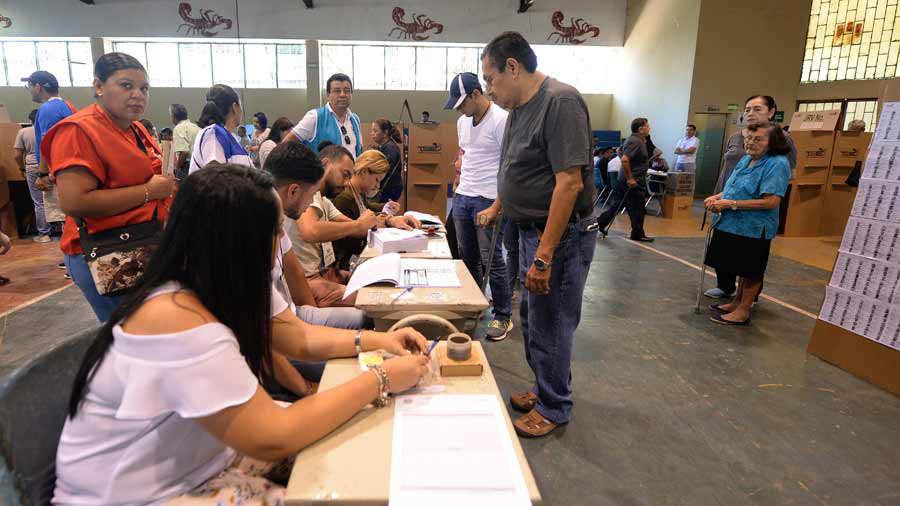 El TSE se prepara para usar tecnología en mesas de conteo | Noticias de El Salvador