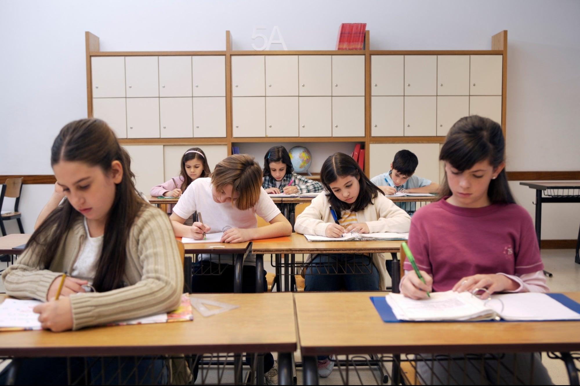 Escuelas privadas regresan a clases presenciales el 1 de marzo sin importar semáforo