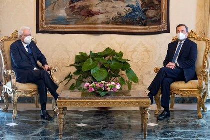 Mario Draghi y el presidente de Italia Sergio Mattarella (Francesco Ammendola/Quirinale via REUTERS)