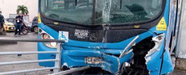 Noticias Cali: 3 heridos y cierre de vía del MIO por choque de buses - Cali - Colombia