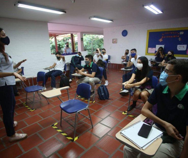 Noticias de Cali: ¿Cómo regresará la alternancia en colegios públicos? - Cali - Colombia