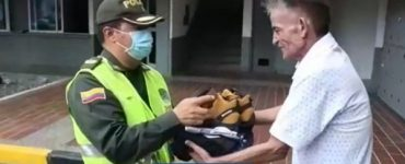 Policía se excusó de maltrato a un adulto mayor y lo peluqueó - Cali - Colombia