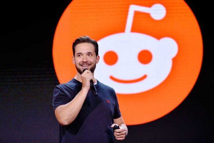 Alexis Ohanian, cofundador y CEO de Reddit, da una conferencia en una feria de marketing en Los Ángeles en 2017.