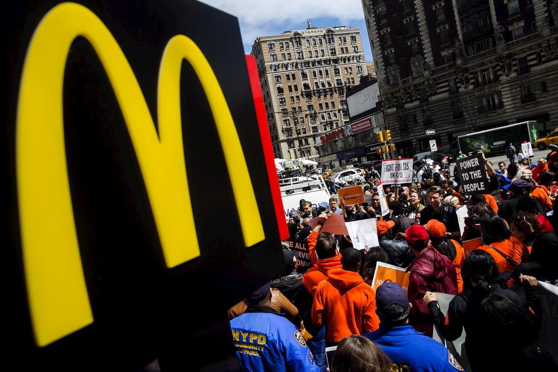 Un equipo secreto de McDonald's ha estado espiando durante años a los trabajadores que buscan aumentar el salario mínimo a 15 dólares por hora