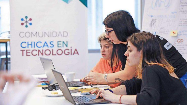 Una empresa de tecnología busca cubrir 170 empleos: cuáles son los perfiles solicitados