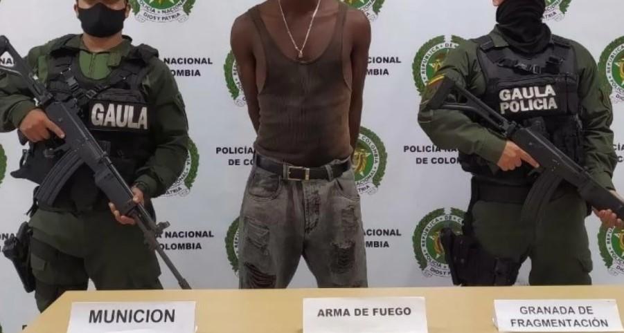 """Un revólver, cartuchos y granadas: el arsenal que portaba alias 'MacGyver' el presunto lider de la banda """"La local"""""""