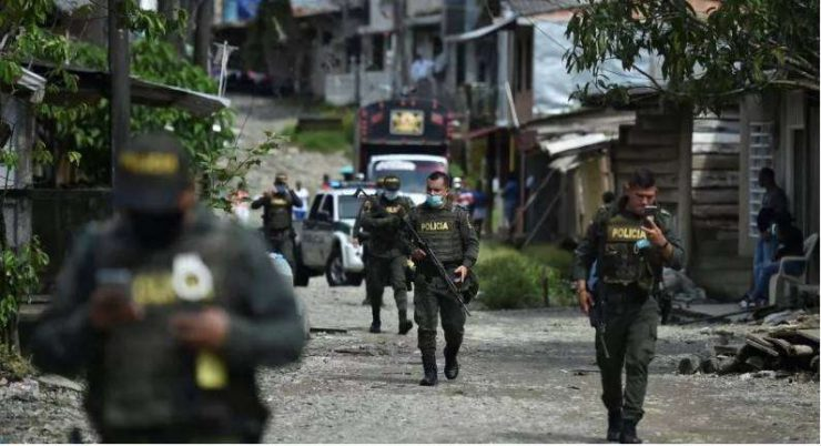 Denuncian que 250 policías abandonarían Buenaventura por falta de alimentación y hospedaje