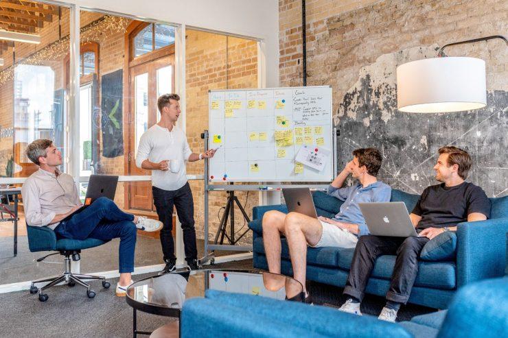 ¿Quieres mejorar tu influencia sobre tus colaboradores? Este es el decálogo para los líderes millennials